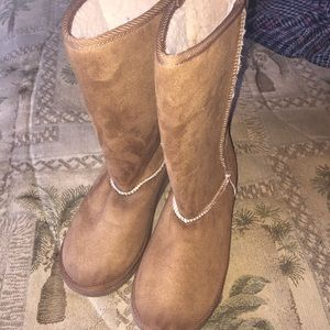 Faux sheepskin/suede brown boots
